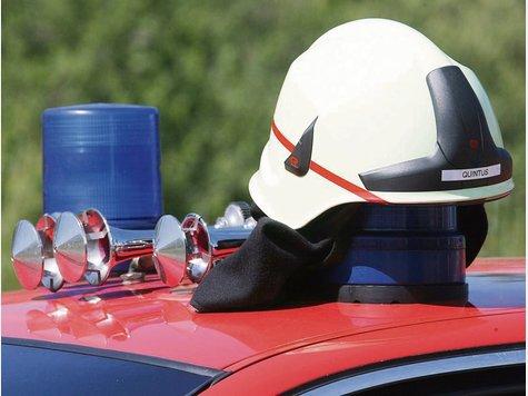 Die Feuerwehr bleibt vor Ort in Zichtau, wenn auch seit gestern als Löschgruppe der Ortsfeuerwehr Wiepke. Langfristiges Ziel ist es aber, wieder eigenständig zu werden. Foto: dpa