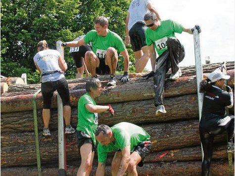 """Bis zu 33 Hindernisse warten auf die Teilnehmer des """"2. Stick & Stone Run"""" im Barumer Waldstadion."""