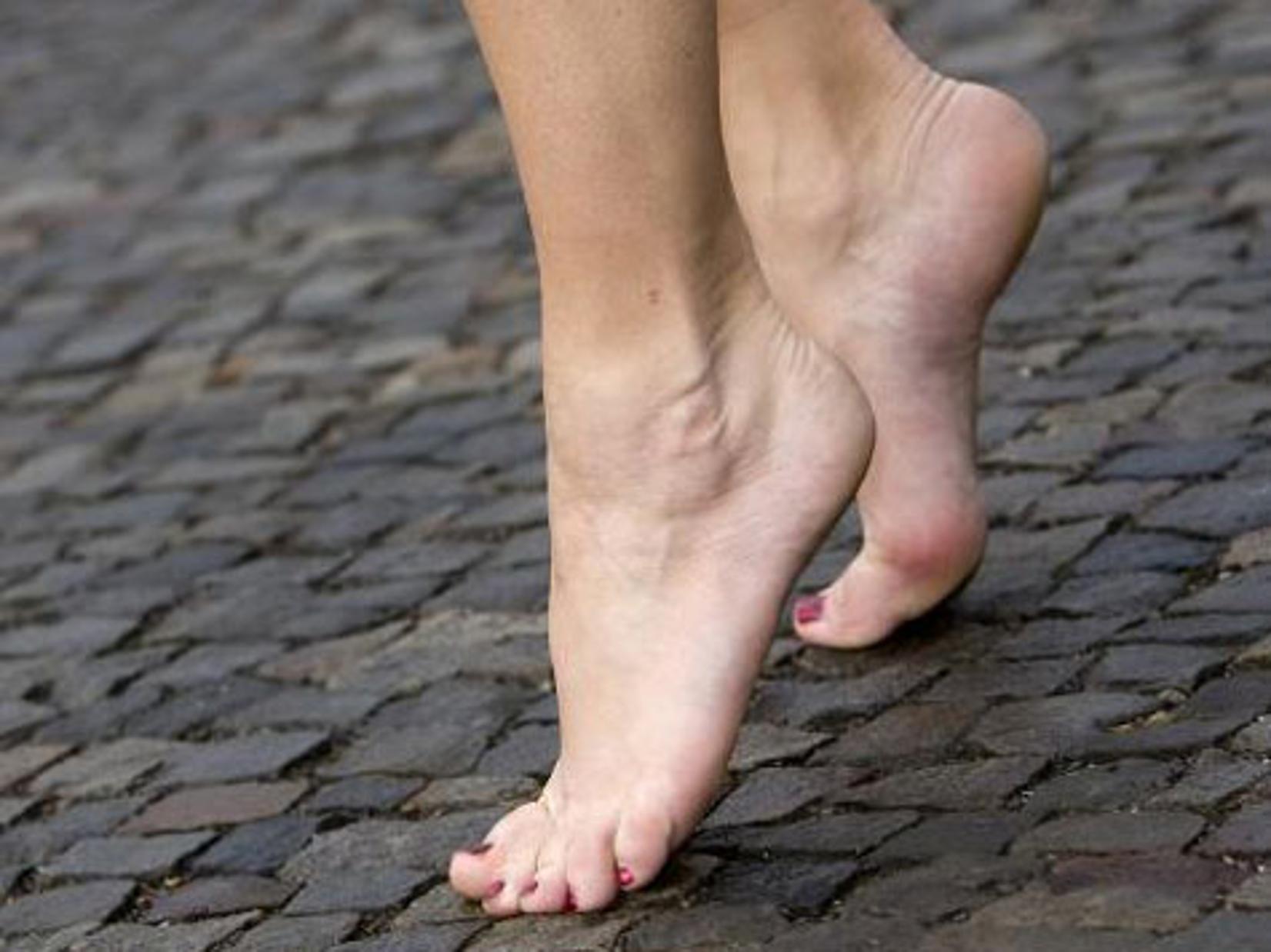 босые ноги девушек зрелые мачехи