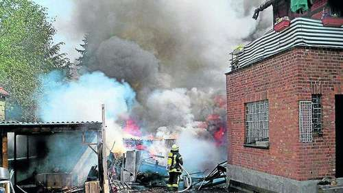 Schuppen in Brand geraten