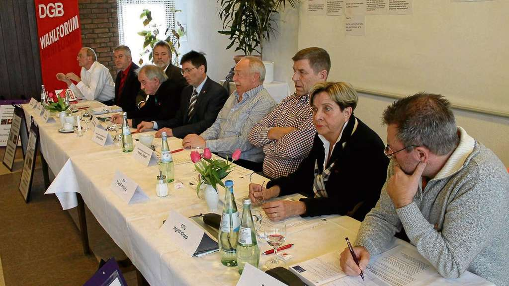 Diskussion in Wittingen: Manfred Sohn (Linke, von links), Klaus Schneck (SPD), Frank-Markus Warnecke (Grüne), Harald Schwager, Michael Kleber, Thomas Finnern (alle DGB), Friedrich Lührs (FDP), Ingrid Klopp (CDU), Matthias Stoll (Piraten).