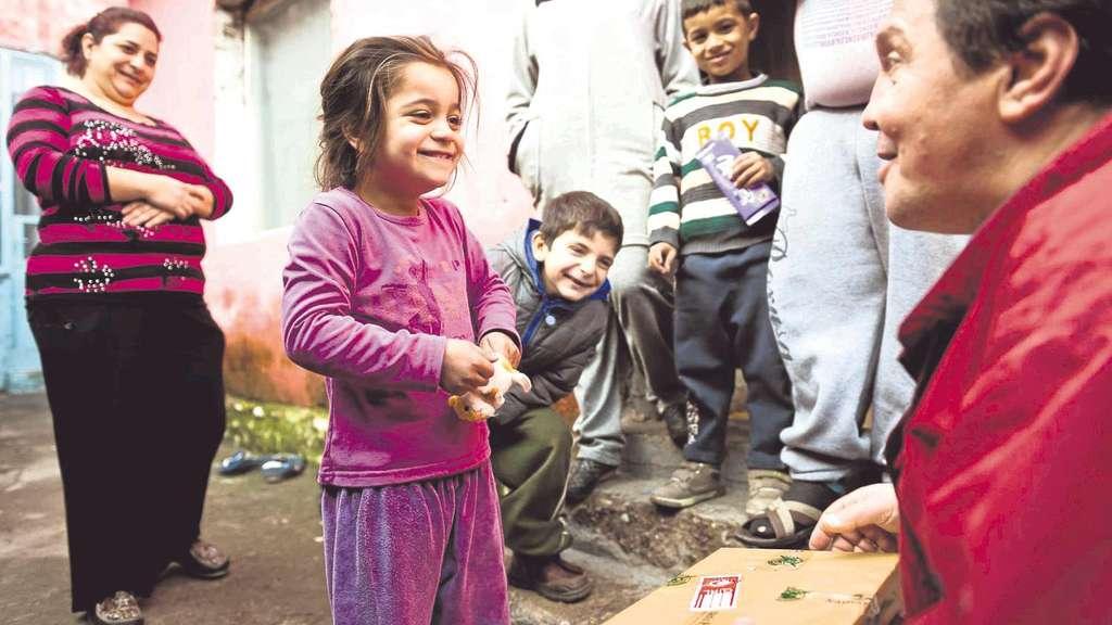 """Weihnachten im Schuhkarton"""" beschenkt zum 20. Mal Kinder in Not ..."""