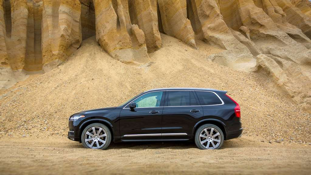 The new Volvo XC90 T6.