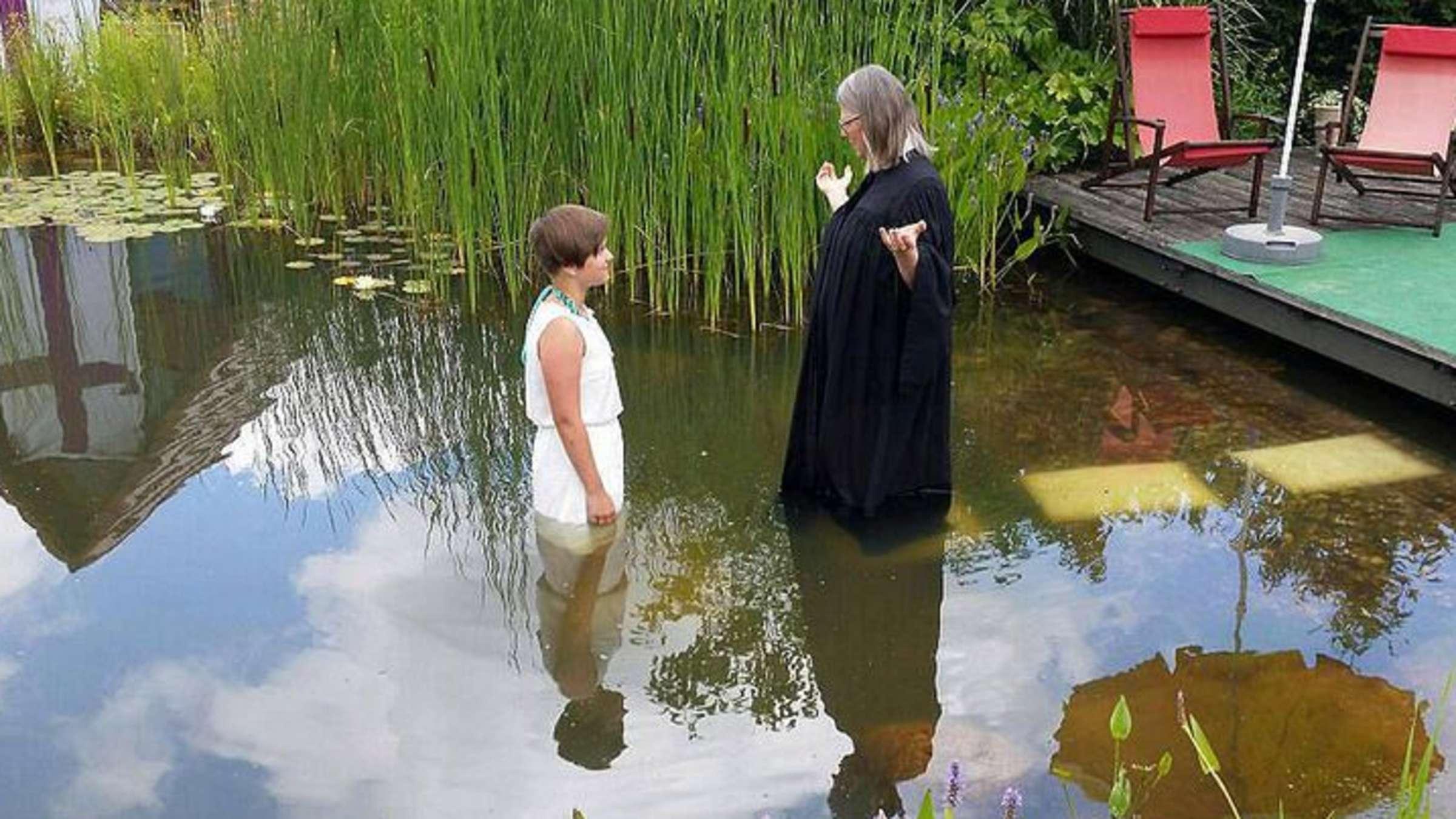 Doppelte Taufe Im Teich Der Großeltern Gardelegen