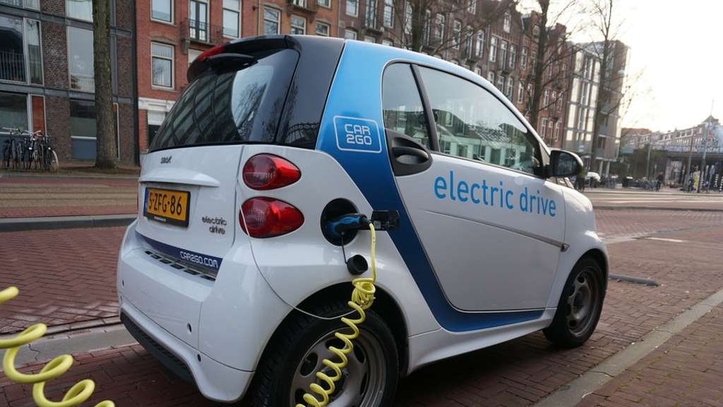 Elektroauto kaufen: Das sind die Vor- und Nachteile | Auto