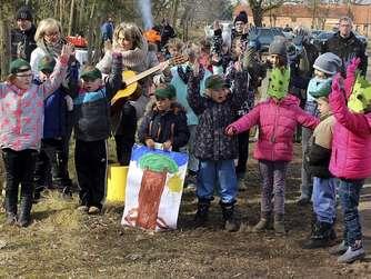 Kita-Kinder aus Groß Garz und Grundschüler aus Arendsee waren gestern beim Tag des Waldes mit dabei. Fotos (2): Schwarz
