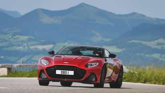 Aston Martin DBS Superleggera vor dem Start