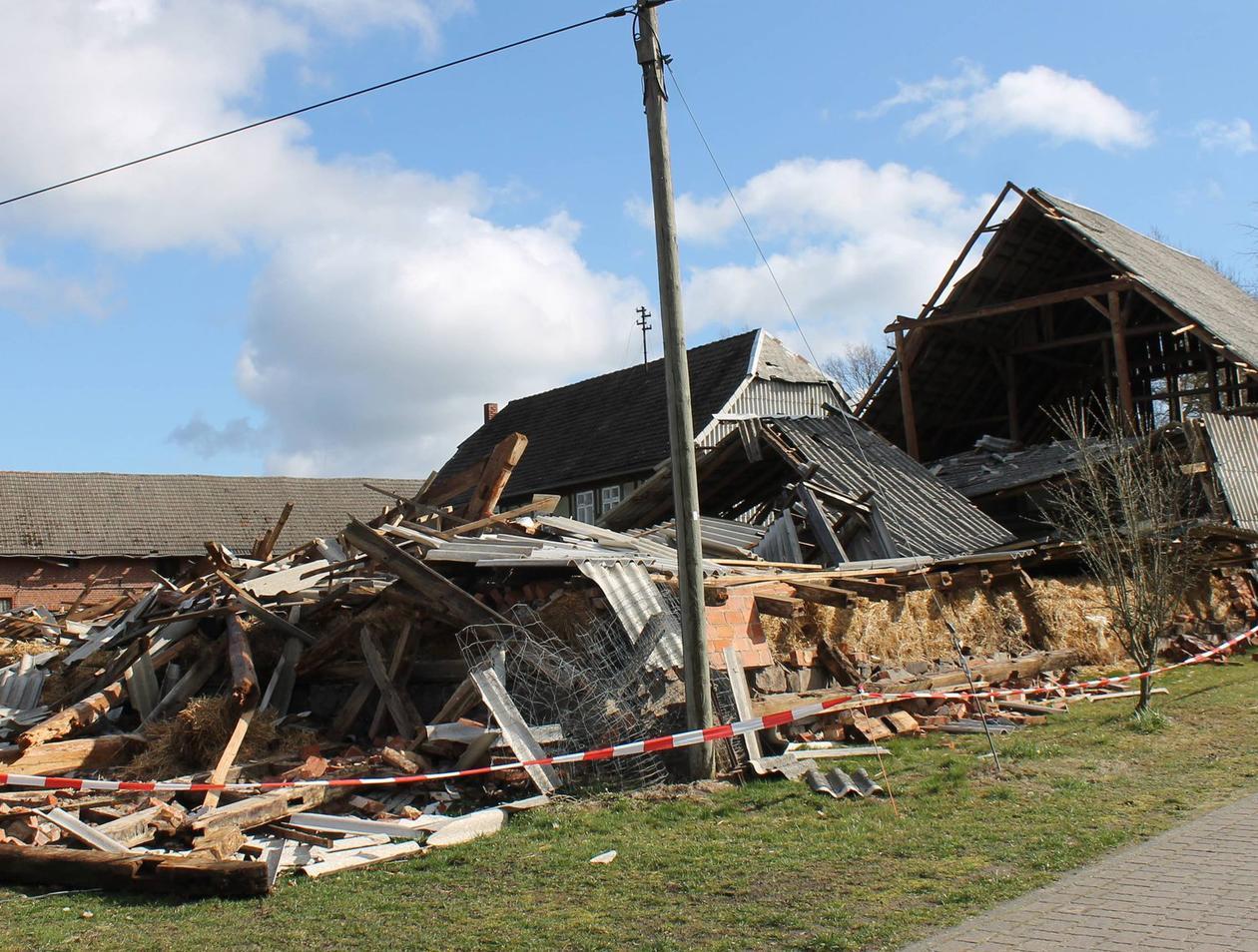 Berühmt Eingestürzte Scheune in Hohenböddenstedt: Abreißen oder stehen PG66