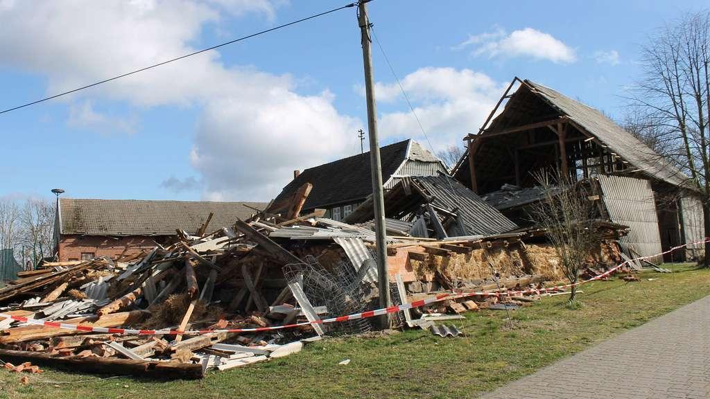 Prächtig Eingestürzte Scheune in Hohenböddenstedt: Abreißen oder stehen &IS_93