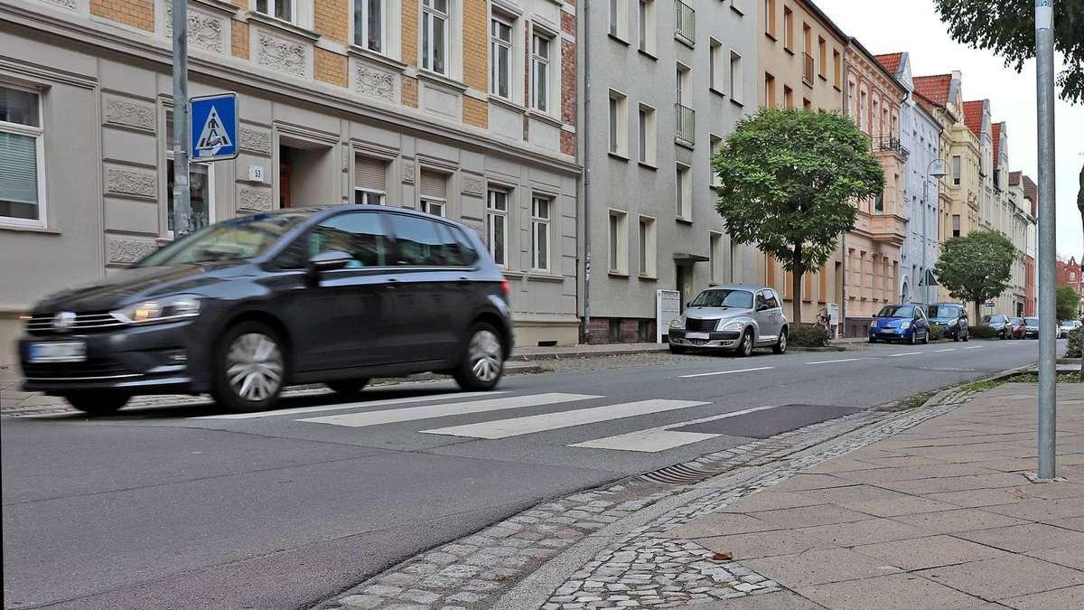 Kind angefahren und getürmt: Polizei Stendal sucht nach einer Frau mittleren Alters | Stendal - az-online.de