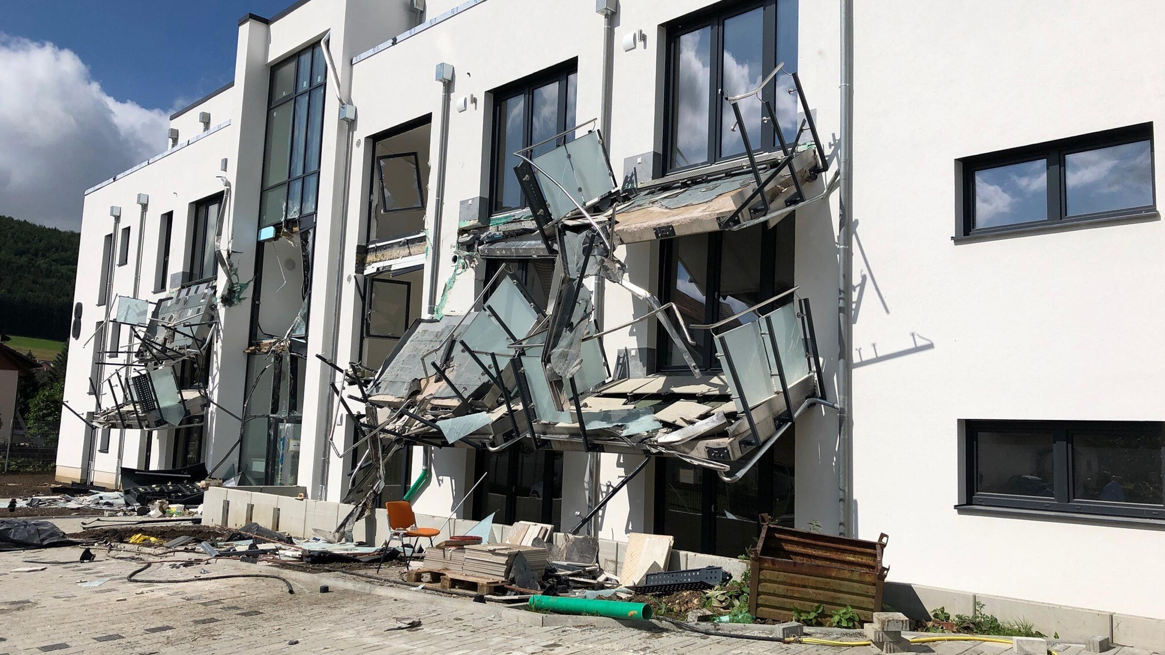 Weil Rechnungen nicht bezahlt wurden: Bauleiter zerlegt Neubau